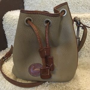 Small Dooney & Bourke tan purse